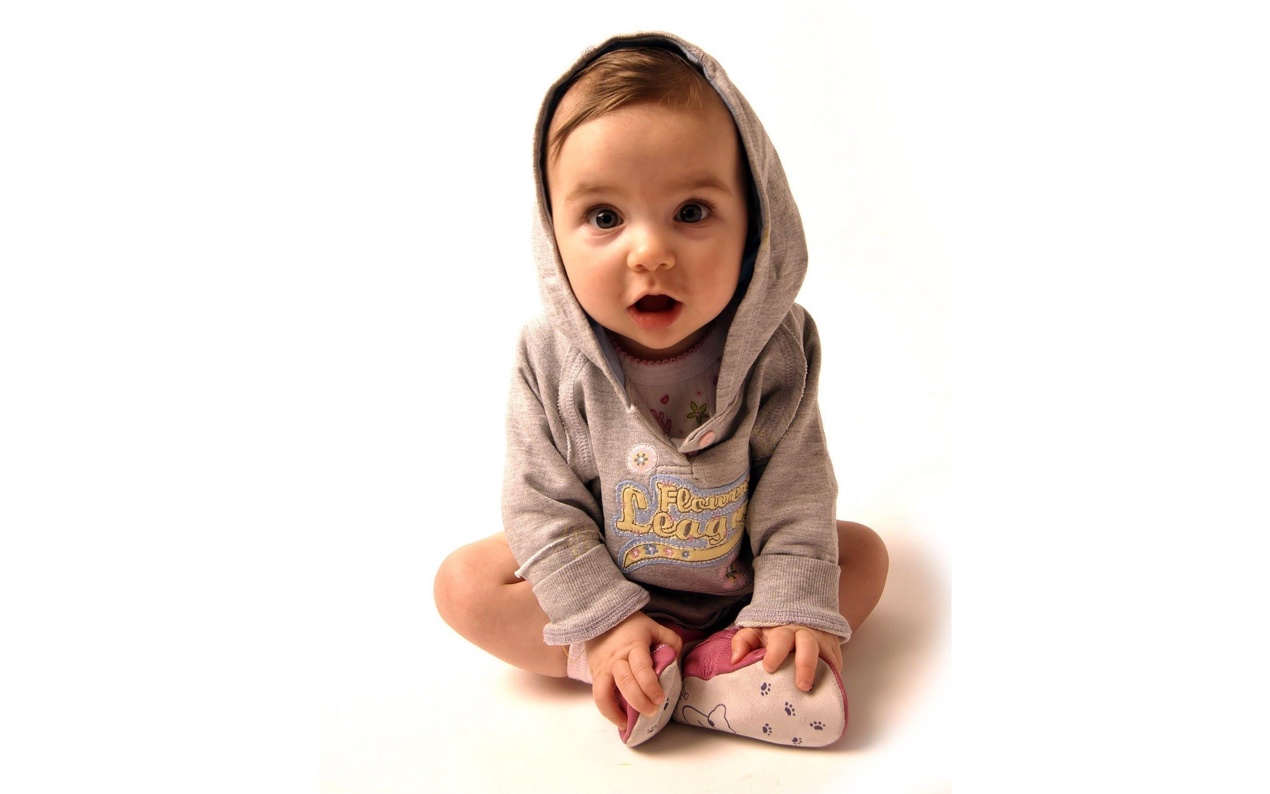 people_children_kid_in_the_sweatshirt_031419_